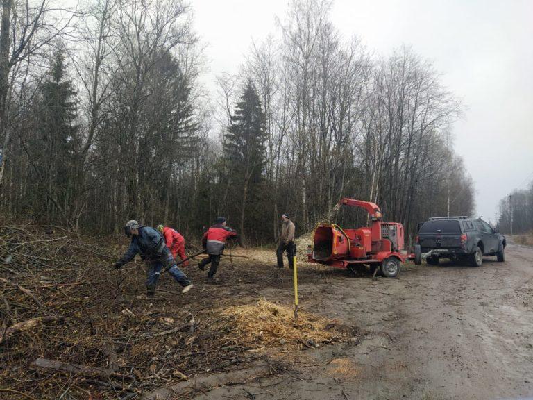 работа дробилки в лесу